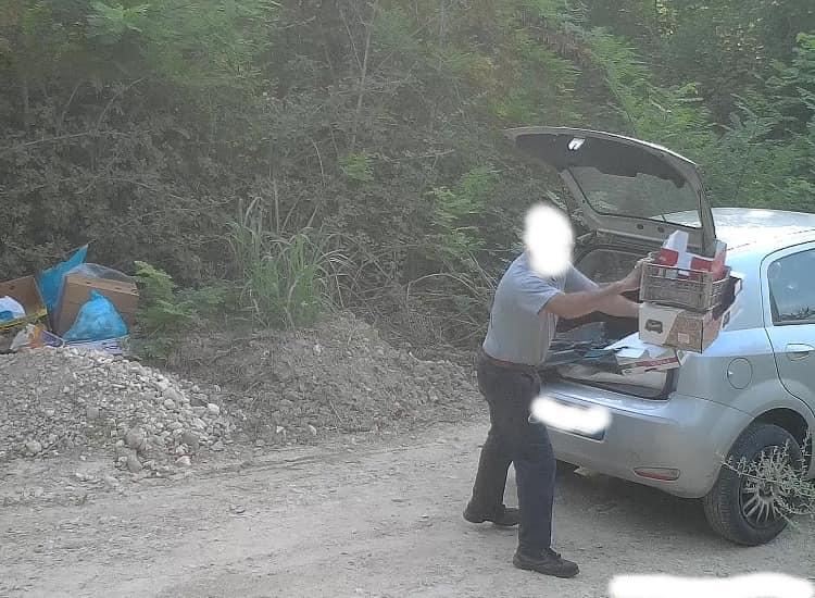 """Rosciano: 30 persone """"catturate"""" mentre abbandonano i rifiuti"""