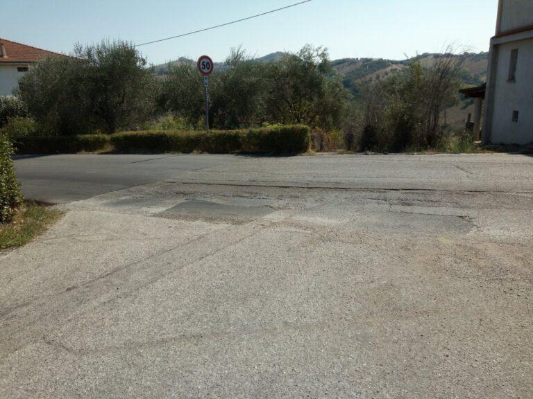 Tortoreto, provinciale di Terrabianca: buche e il pericoloso avvallamento