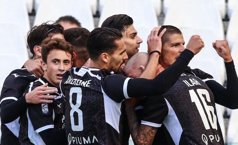 Serie C, il Cesena firma il poker contro il Teramo (0-4). A segno anche l'ex Ilari