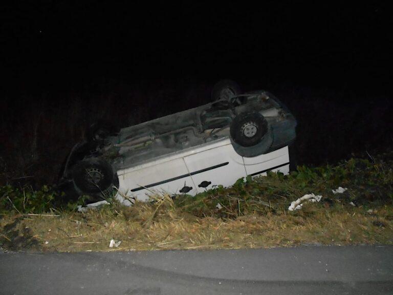 Montesilvano, furgone si ribalta in via Tamigi