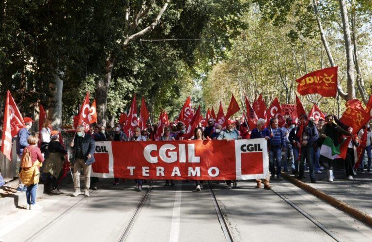 """""""Mai più fascismi"""": a Roma anche una delegazione della Flc Cgil Teramo"""