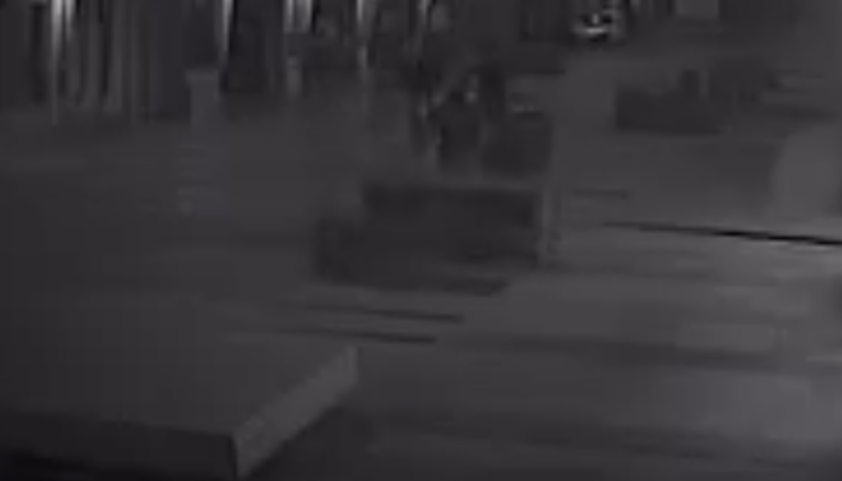 Teramo, vandali lungo Corso San Giorgio: ripresi dalla telecamera VIDEO