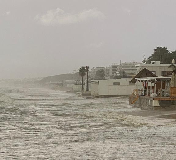 Alba Adriatica, mare grosso: crescono le preoccupazioni nella zona nord VIDEO