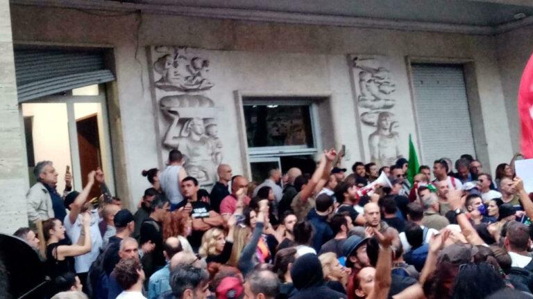 Assalto alla Cgil a Roma dei #nogreenpass: solidarietà anche da Teramo