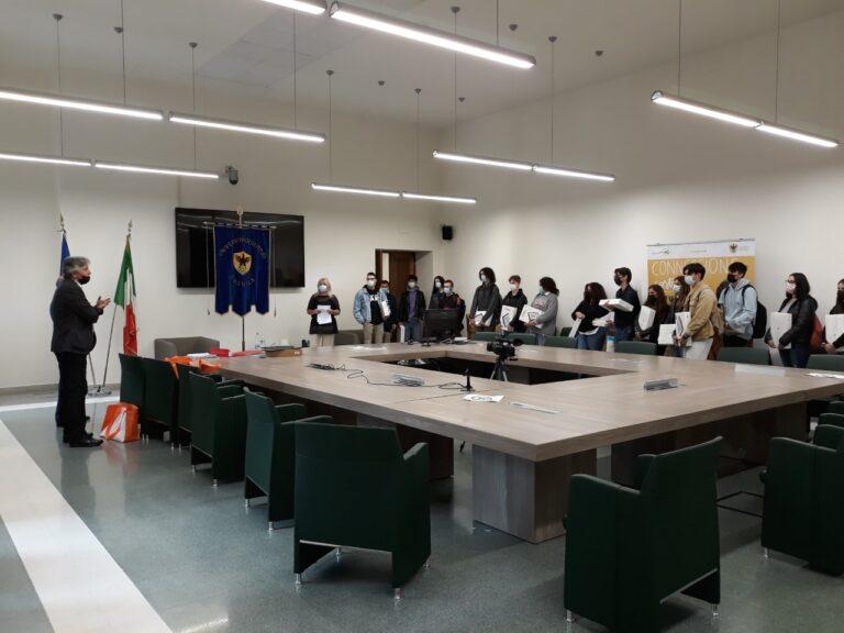 Università L'Aquila, consegnate le tavolette grafiche agli studenti di Ingegneria Edile-Architettura
