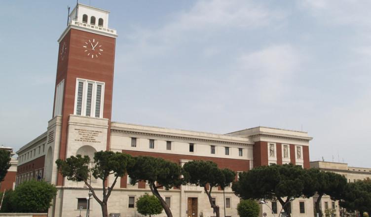 Pescara, polemiche per il controllo del green pass in Comune