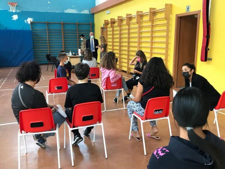 Pescara, vaccini anti covid nelle palestre scolastiche